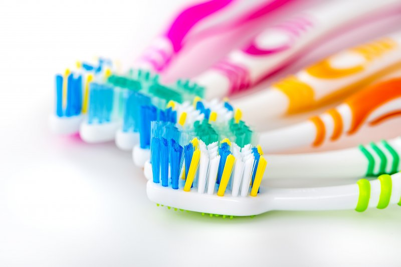 Toothbrushes recommended by a dentist in Green Hills.